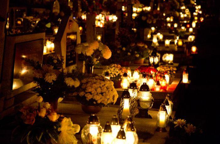 На кладбище в День всех святых