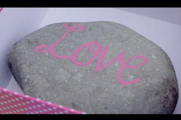 Enej. Kamień z napisem LOVE