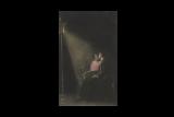 Мужчина и женщина под фонарём. Открытка. Примерно 1910-1940