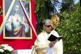 Около алтарей читается молитва