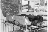 Модели паровозов PT-31 (справа) и PM-36 (слева) в Польском павильоне Всемирной выставки в Нью-Йорке в 1935 году