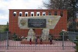 Памятник на месте убийства семьи Ульмов