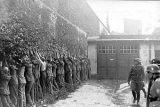 Работники почтового отделения Гданьск 1 после капитуляции