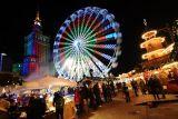 Рождественская ярмарка на площади Дефилад (Plac Defilad) в Варшаве